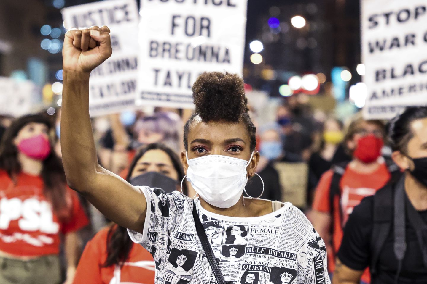 Photos Protests Erupt Across Us After Grand Jury Decides Not To Charge Police Officers Who Shot Breonna Taylor The Boston Globe