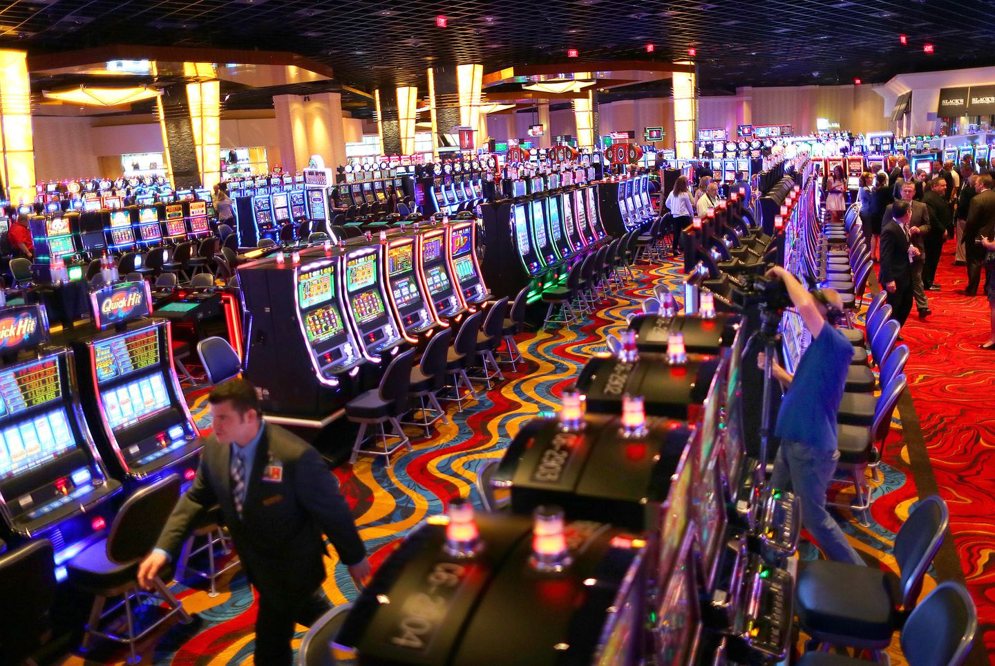 Are Massachusetts casinos keeping gambling dollars in the state? - The  Boston Globe
