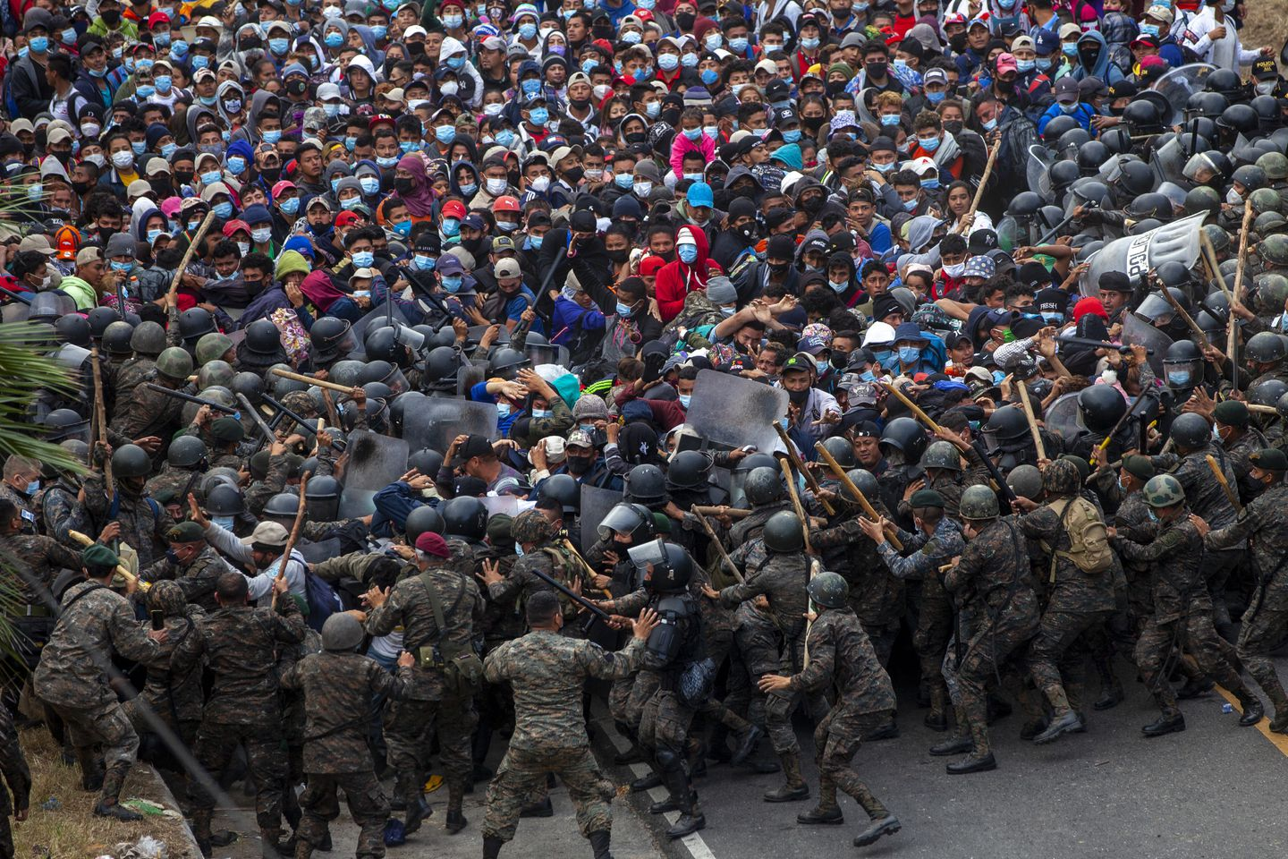 Honduran migrants clash with Guatemalan soldiers in Vado Hondo, Guatemala, Jan. 17. Guatemalan authorities estimated that as many as 9,000 Honduran migrants crossed into Guatemala as part of an effort to form a new caravan to reach the US border.