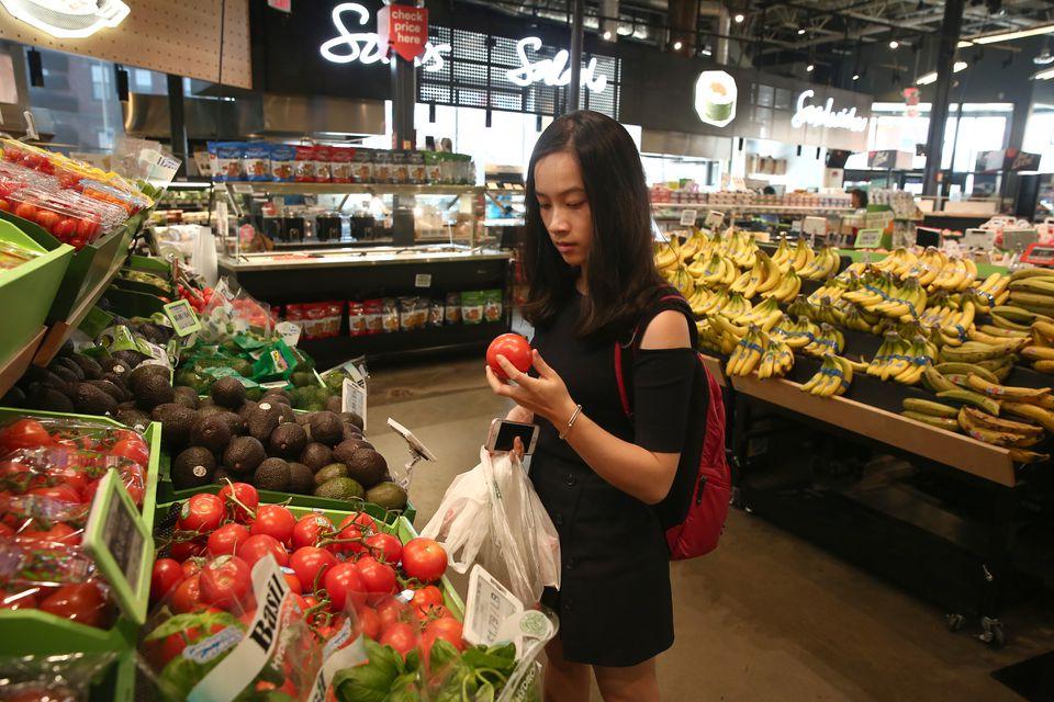 Mandy Xu shops with a digital app.