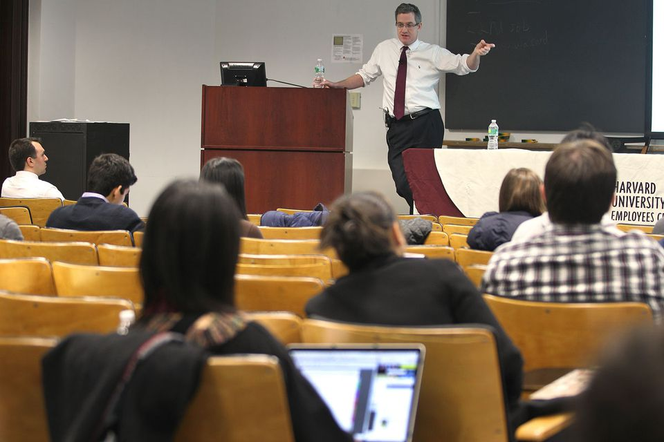 Thomas Murphy addressed Harvard students who attended a financial workshop hosted by the Harvard University Employees Credit Union over the winter break.