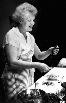 Ms. Kamman ran restaurants and cooking schools in New England, California, and France, and trained some of the finest chefs in the United States.