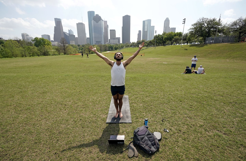 Fitness Enthusiasts Think Outside The Gym During Coronavirus The Boston Globe