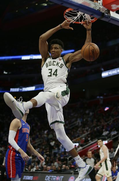 86c6d4f588b Giannis Antetokounmpo scored 2 of his 41 points on this dunk to lead the Milwaukee  Bucks