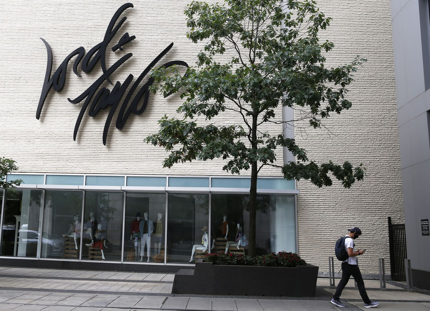 Lord Taylor Filing For Bankruptcy Plans To Close Two Boston Area Stores The Boston Globe