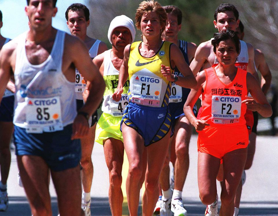Uta Pippig (center) during the 1995 Boston Marathon.