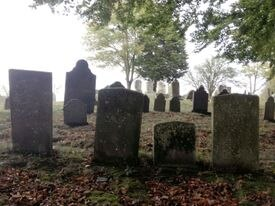 Burial Hill's steep slopes, a logical stop on any ghost tour, are populated by the city's dead dating to Colonists who arrived in the 1600s.