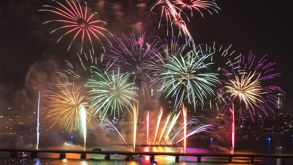 Watch Boston's 2019 fireworks show dazzle a massive crowd on