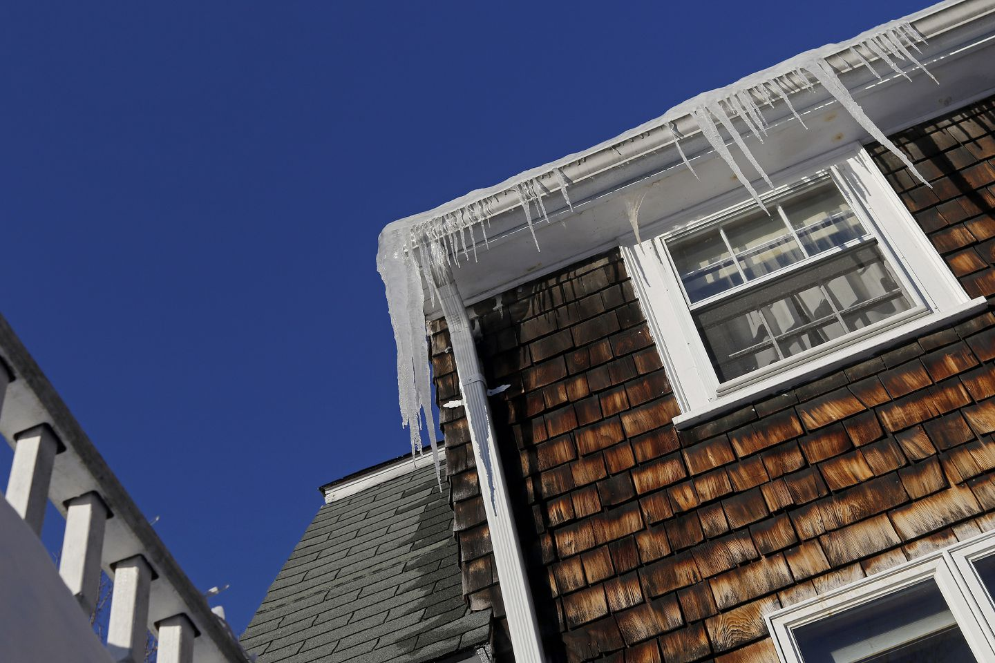 Ice Dams And The Truth About Gutters Metal Roofs The Boston Globe