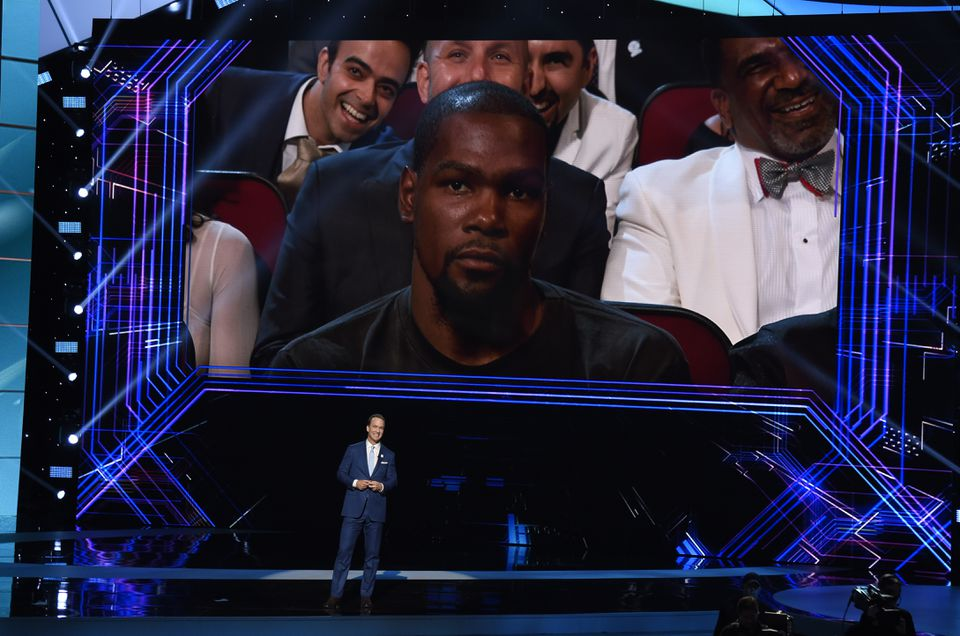 Host Peyton Manning speaks at the ESPYS as Kevin Durant sits in the audience stone-faced.