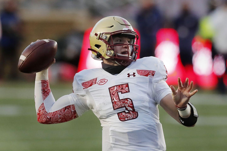 Boston College quarterback Phil Jurkovec leaves victory with knee injury -  The Boston Globe