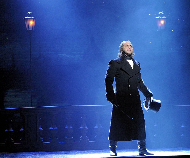 Reimagined 25th Anniversary Les Miserables Triumphs The Boston