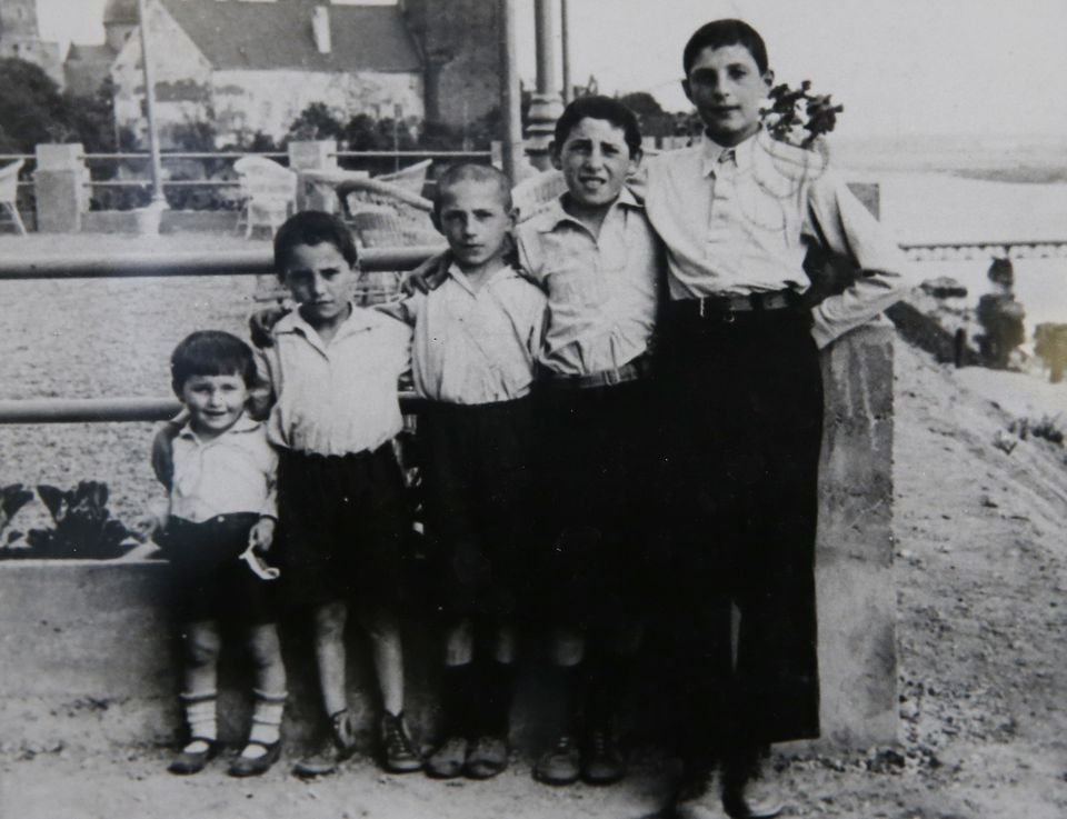 A photo taken in prewar Poland shows Izzy Arbeiter (center) with his brothers, two of whom were killed in the  Holocaust.