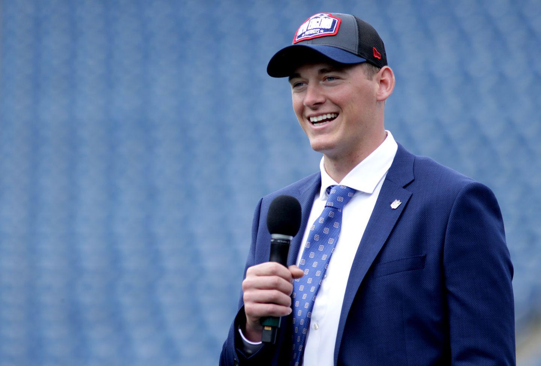New Patriots quarterback Mac Jones gets a blustery welcome in Foxborough -  The Boston Globe