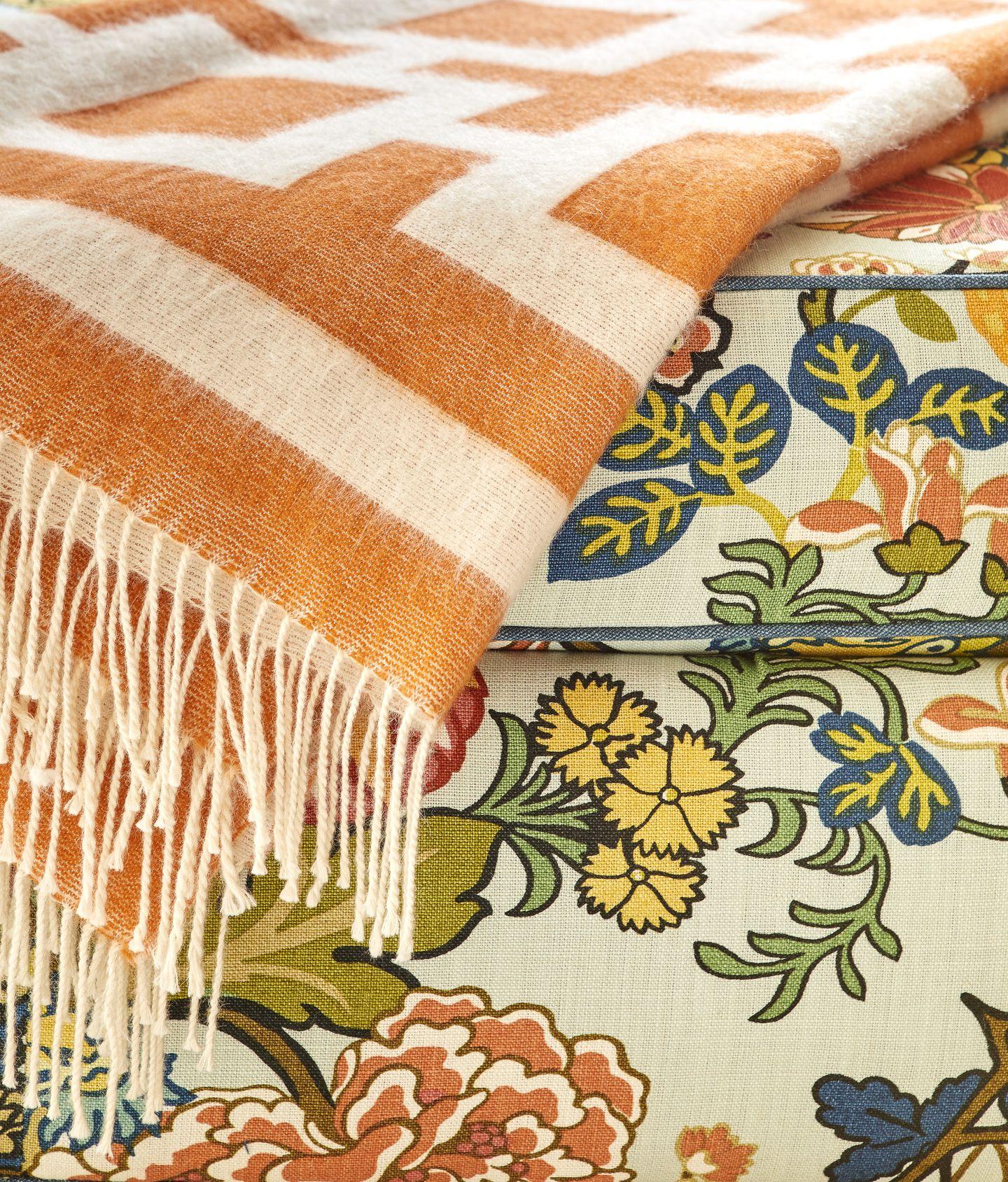 eastholm-emily-gilbert-living-room-ottoman