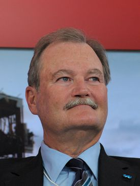 New AIG chief executive Brian Duperreault says he will expand the company, not break it up.
