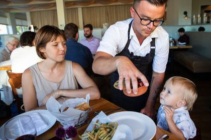 Restaurants Wrestle With The Kid Conundrum The Boston Globe