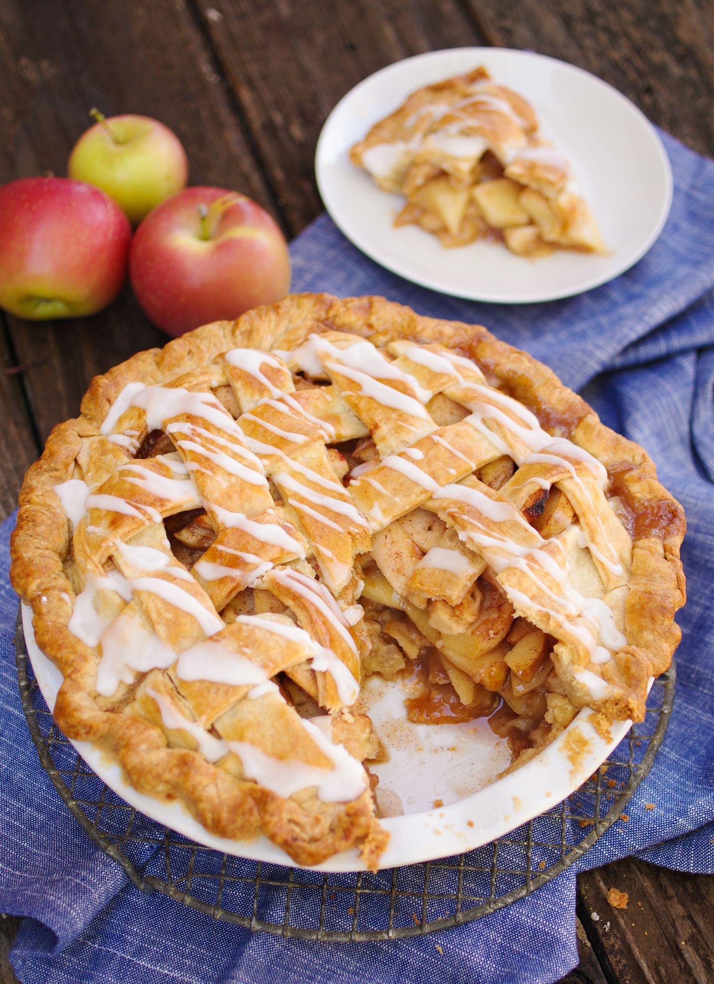 Recipe for lattice apple pie with brown sugar   The Boston Globe