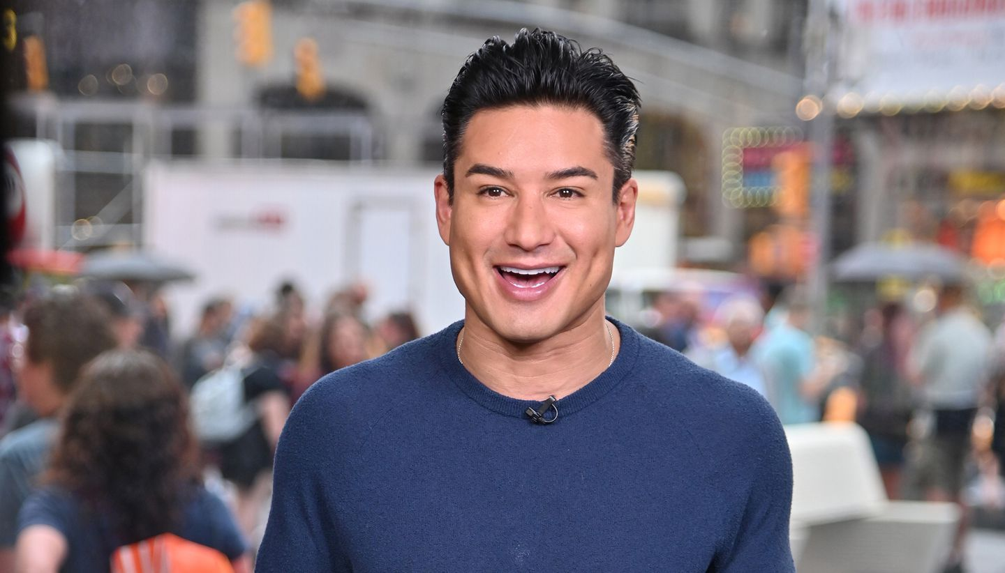 Mario Lopez Walks Back Remarks That It S Dangerous For