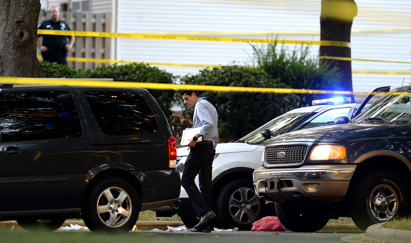 bde9f10c39a9 Charlotte officials investigated the scene of Tuesday s fatal police  shooting of a black man