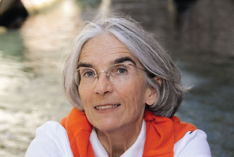 Donna Leon again decries  the bureaucratic red tape and infrastructure of Italy and its effect on her beloved Venice.