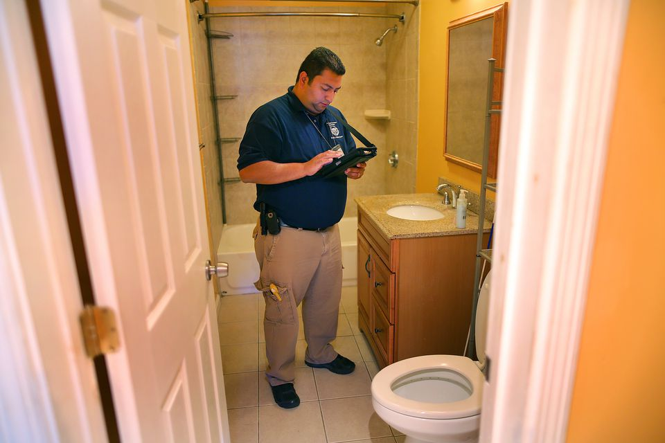 Inspector Fonseca noted the apartment had a loose toilet seat and a bathroom sink stopper that did not work.