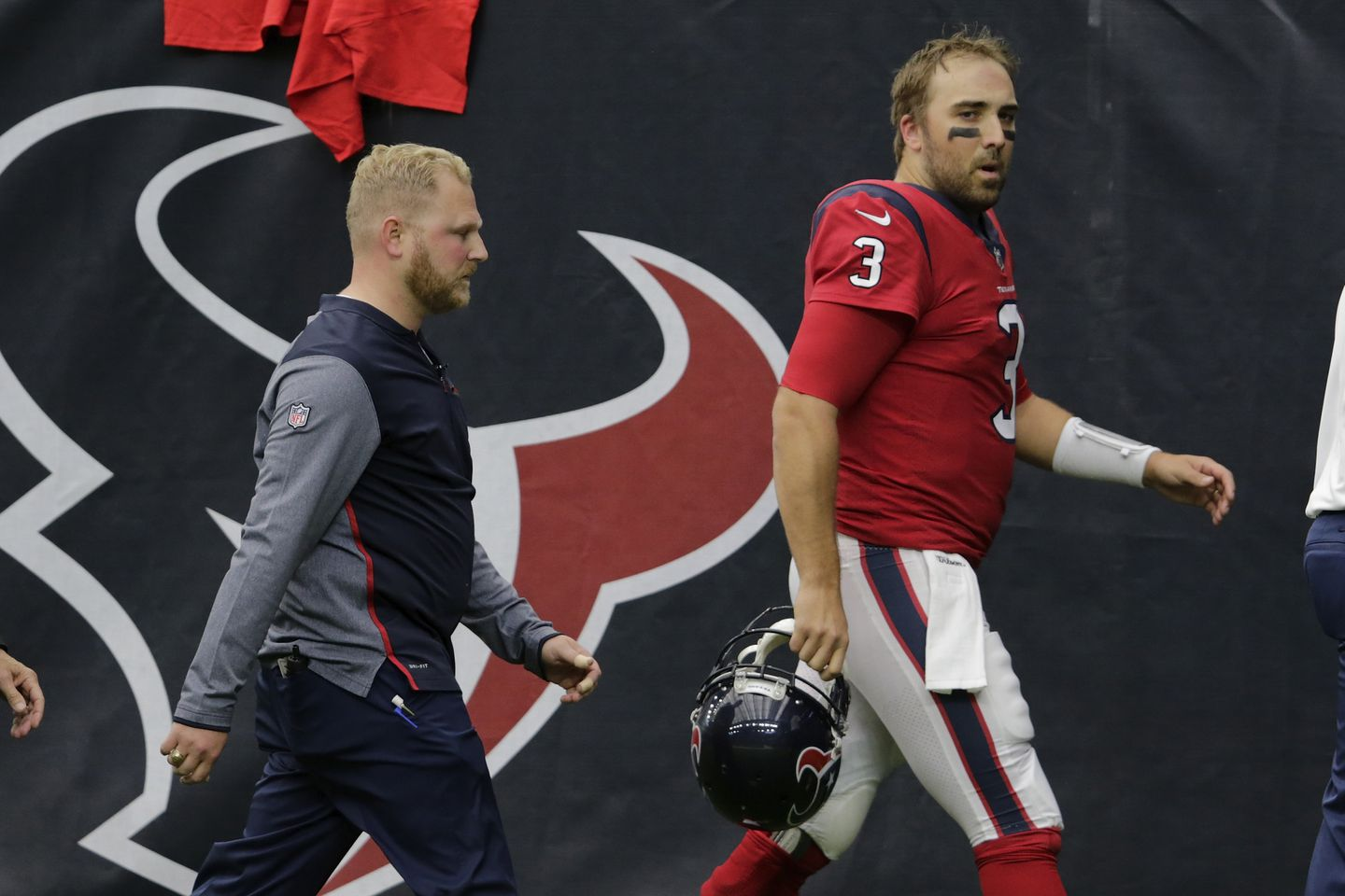 Texans coach says he wouldn't have left Tom Savage in if he'd seen ...