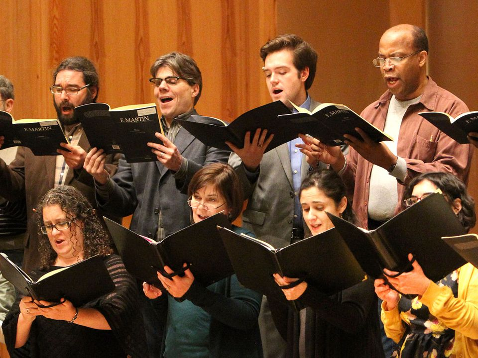 The Cantata Singers and Ensemble closed out its leader David Hoose's 30th anniversary season on Friday.