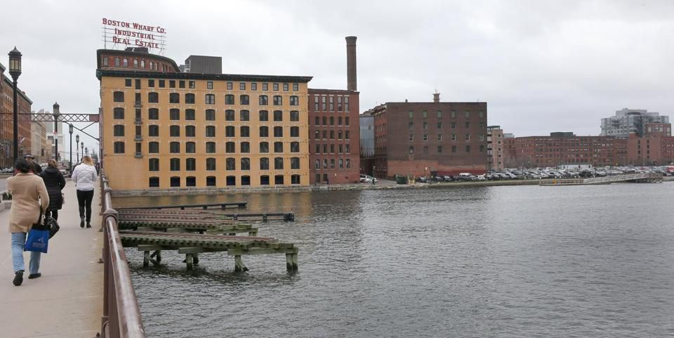 General Electric last week announced plans to buy a roughly 2.5 acre piece of land along Fort Point Channel for its new headquarters.