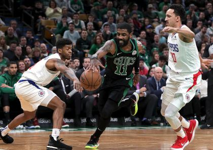 nouveau concept d7a81 f4940 Kyrie Irving leaves game against Clippers with sprained knee ...