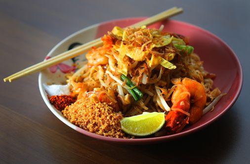 Quick Bite Dakzen Near Davis Square For Bangkok Style