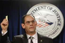 Michael Ferguson, a DEA special agent, held up a packet of sweetener to demonstrate the size of a lethal fentanyl dose.