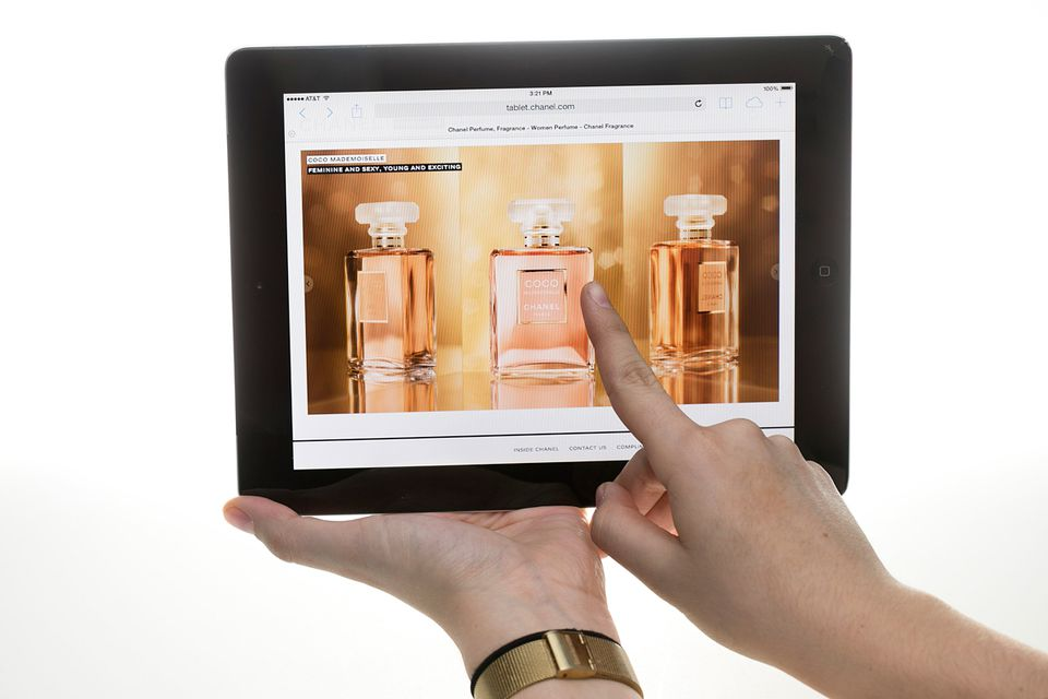 The simple act of touching a product on a tablet scree <ld/> appeared to greatly influence the desires of Boston College undergraduates who participated in the study.