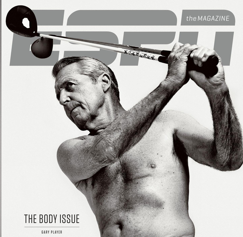 Der Christian Skorpion ohne shirt, und mit atletische Körper am Strand