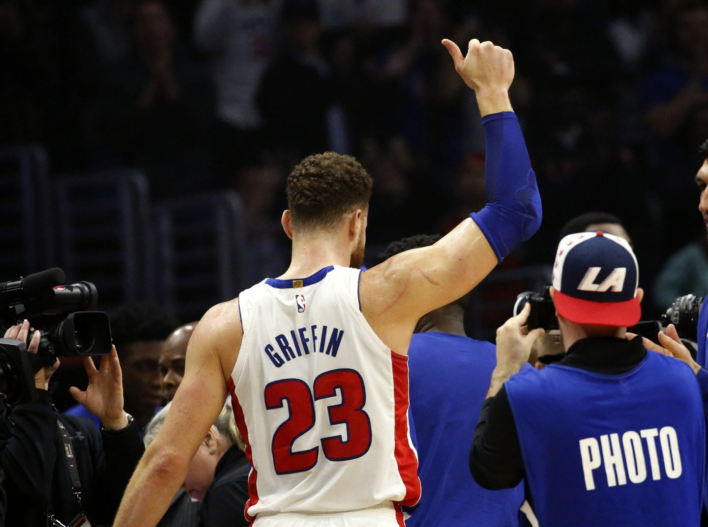 e2b1925a56d6 Blake Griffin gives the thumbs up to Los Angeles fans following his  44-point performance