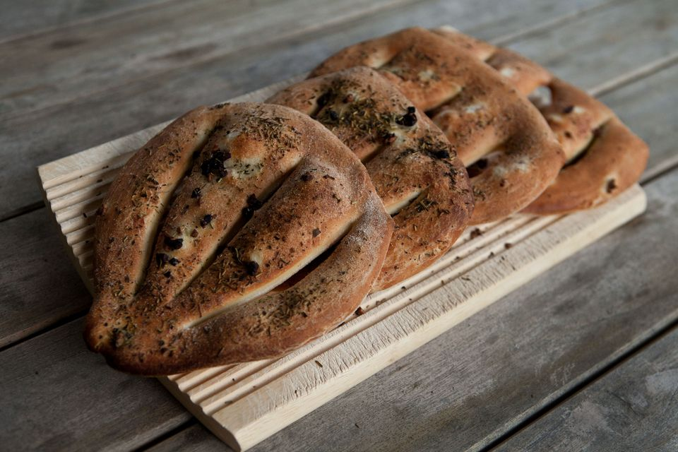 Fougasse (olive bread).